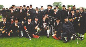 Stockholm Pipe Band vinner VM i säckpipa 2001 - grad 3